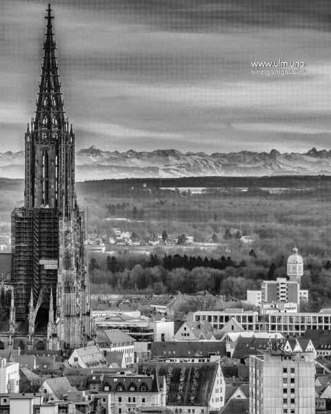 Alpensicht von Ulm mit Münsterturm